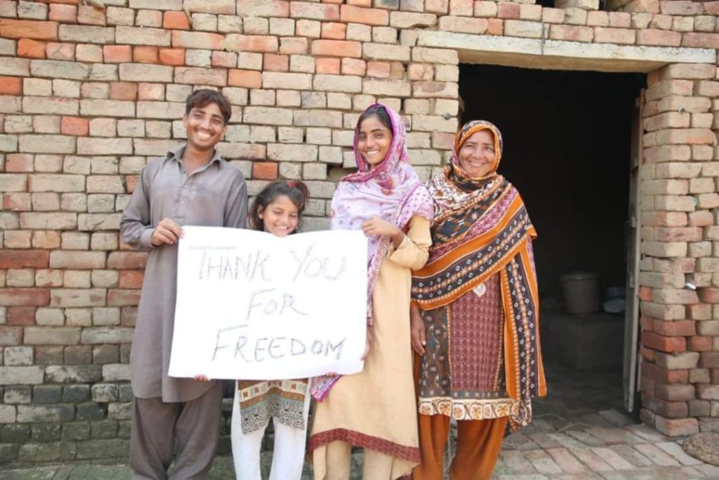 pakistan family holding sign that says thank you for our freedom